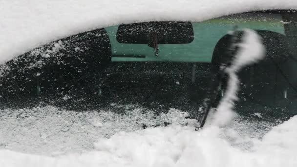 Automatické stěrače vymaže sníh z auta