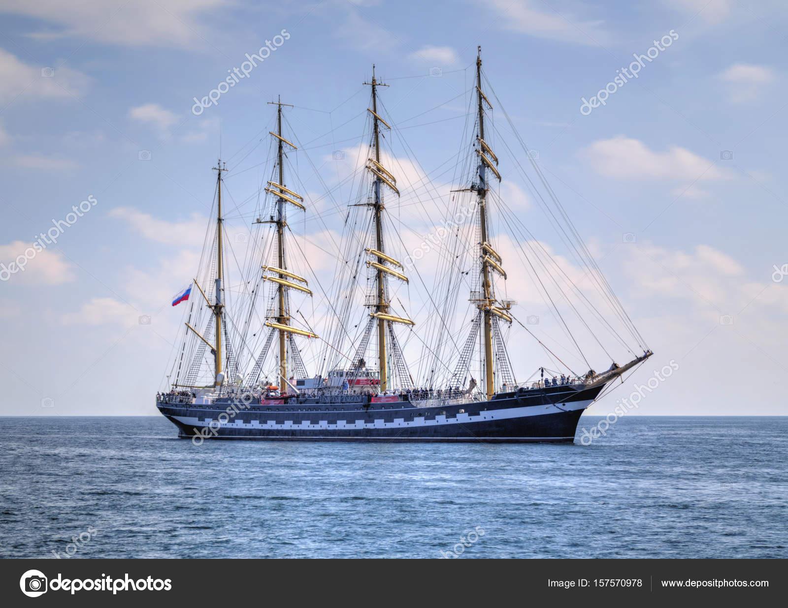 Segelschiffe auf dem meer  Segelschiff im Meer — Stockfoto © phadventureBG #157570978