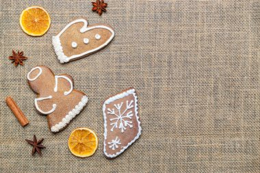Gingerbread man. Xmas homemade Ginger, Honey cookies on linen background. Merry Christmas greeting card, banner. Winter holiday xmas theme. Happy New Year. Space for text