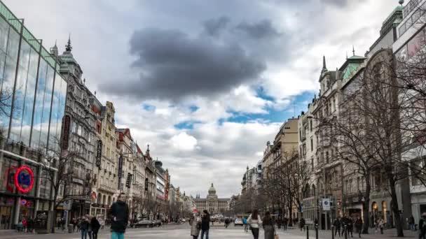 Praha - 15. února 2020: Pražská ulice. Evropa Česká republika slavné cestování staré město. Karlův most ve městě