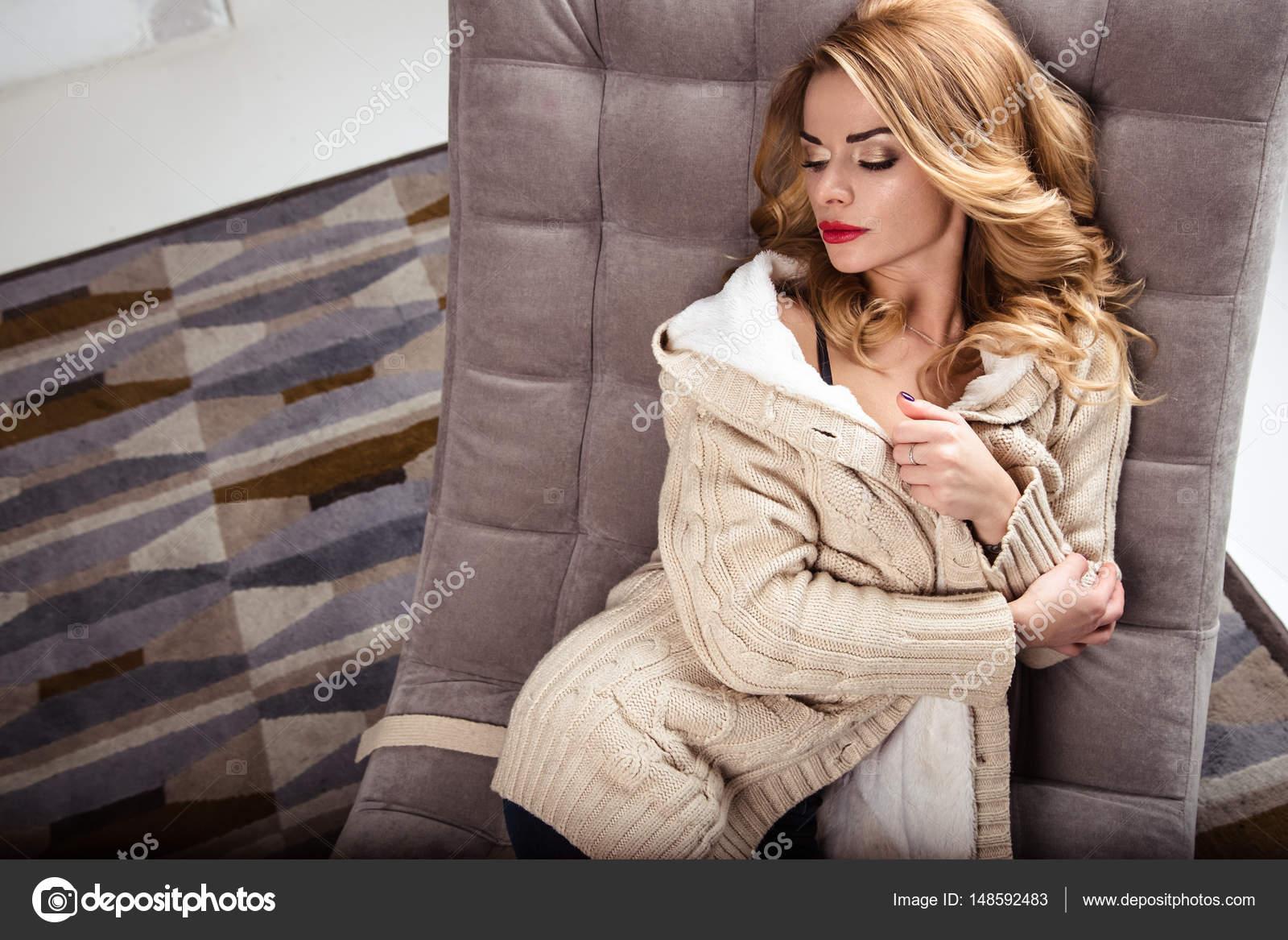 ランジェリー、暖かい服、カジュアルなスタイルで美しいセクシー