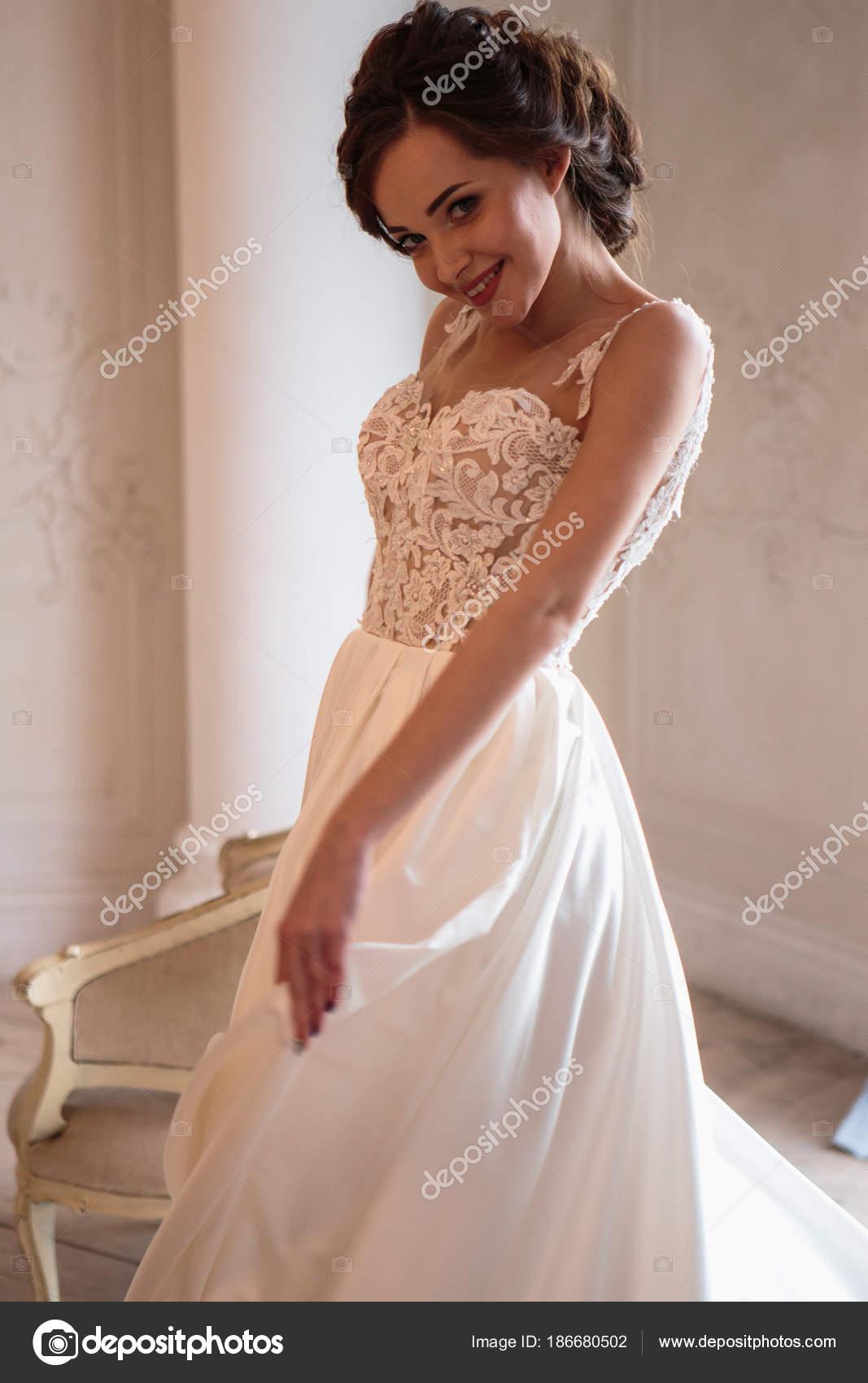 Schöne Braut Luxus Kleid Schöne Junge Frau Hochzeit Fotosession ...