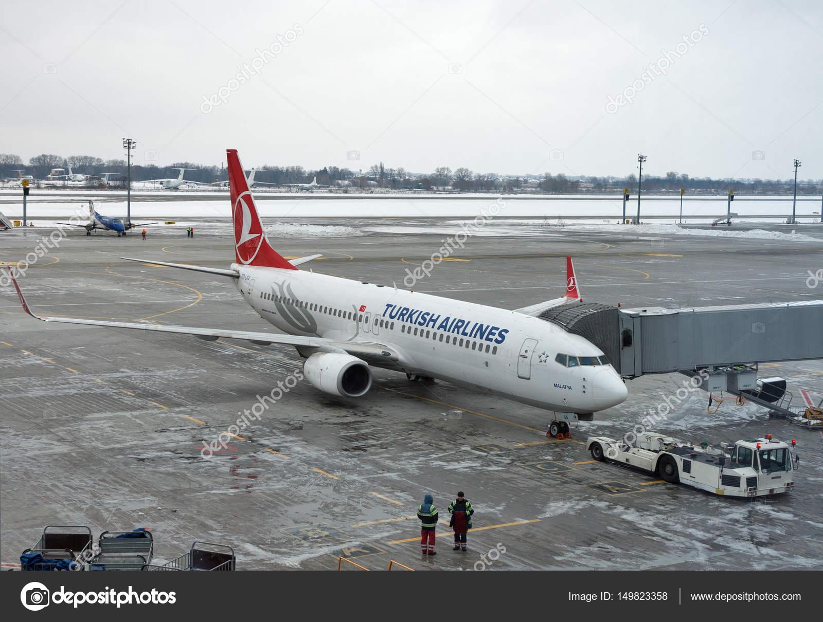 Aeroporto Kiev : Turkish airlines airplane in boryspil airport kiev ukraine
