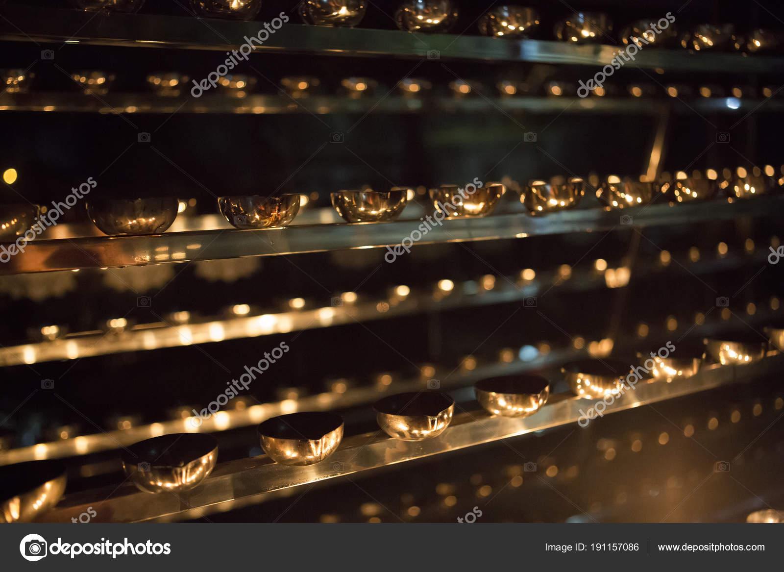 Zbliżenie Płomienia świecy Wiele świece W Buddyjskiej