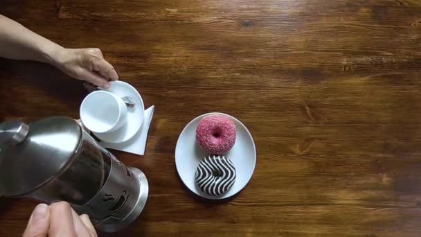 pozhilie-sverhu-video-porno-russkie-devchonki-masturbiruyut