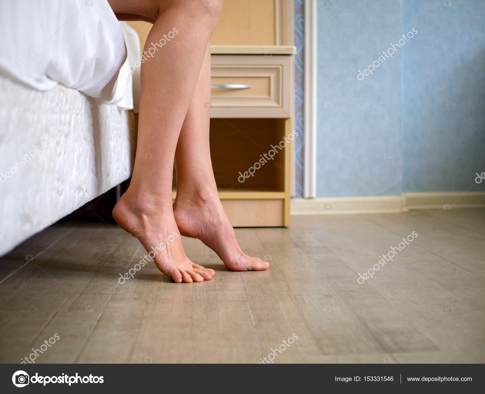 Девушки почему ноги