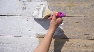 Mädchen Ist Die Tabelle Mit Weißer Farbe, Draufsicht Video Malerei