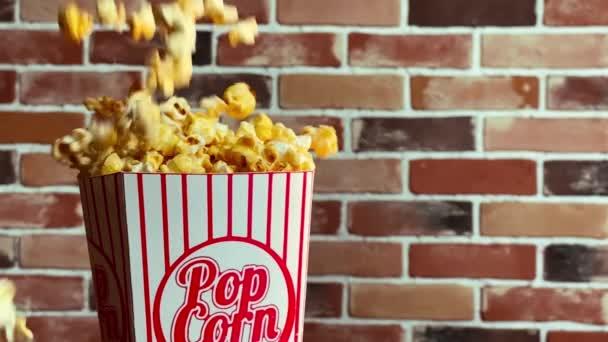 fallendes Popcorn in Superzeitlupe