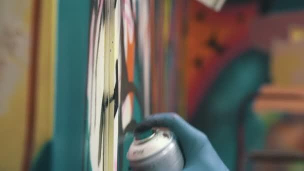 muž ruka kreslení graffiti