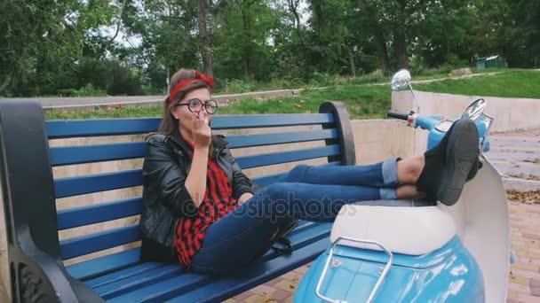 bokovky žena kouření cigaret