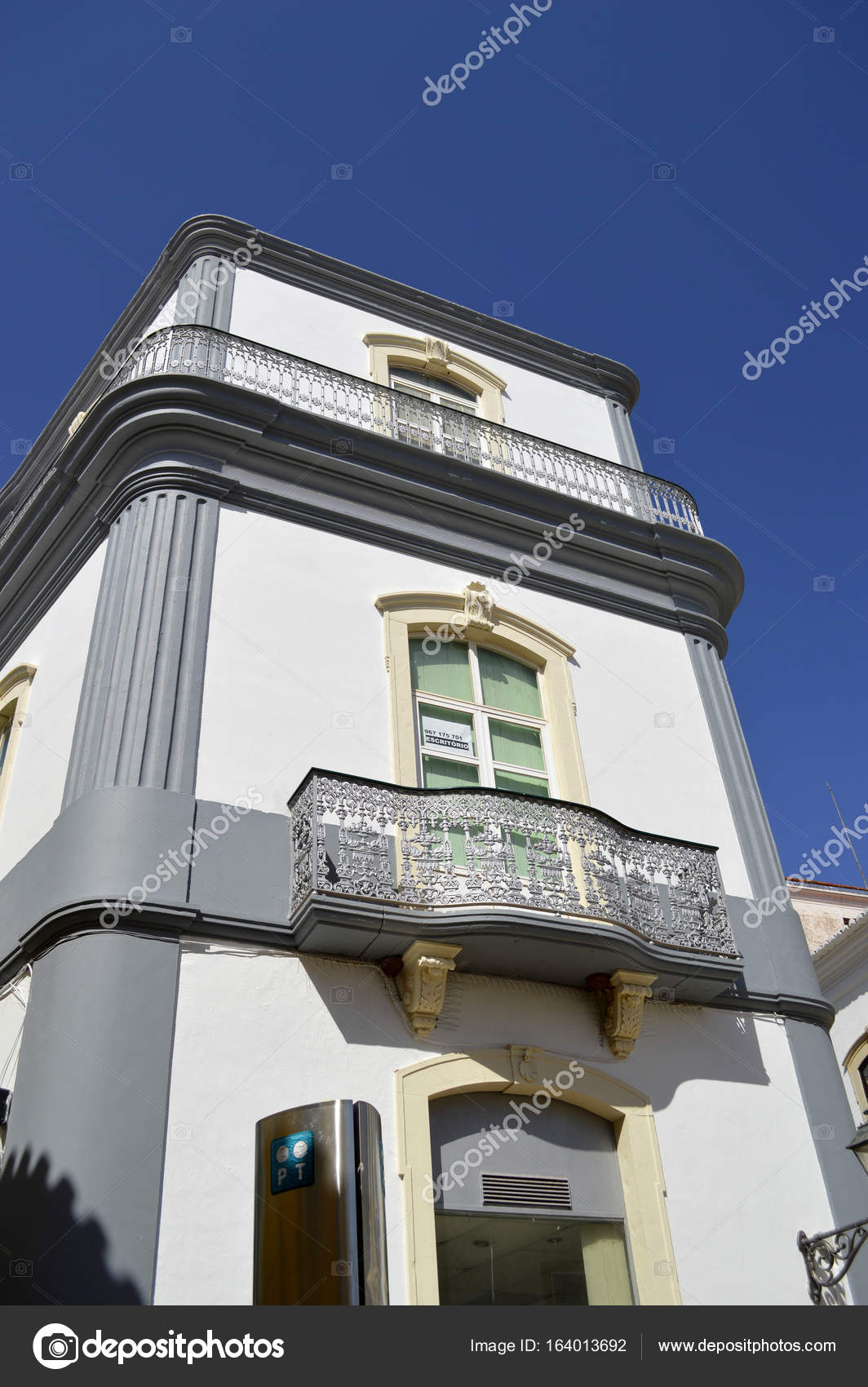 Silves Art Deco Haus In Portugal Stockfoto C Peteretchells