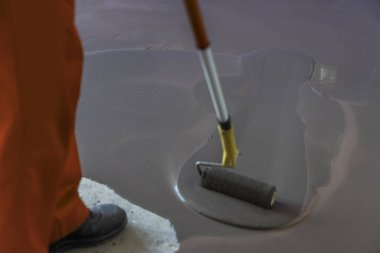 Floor covering with self leveling cement mortar. Roller applicat
