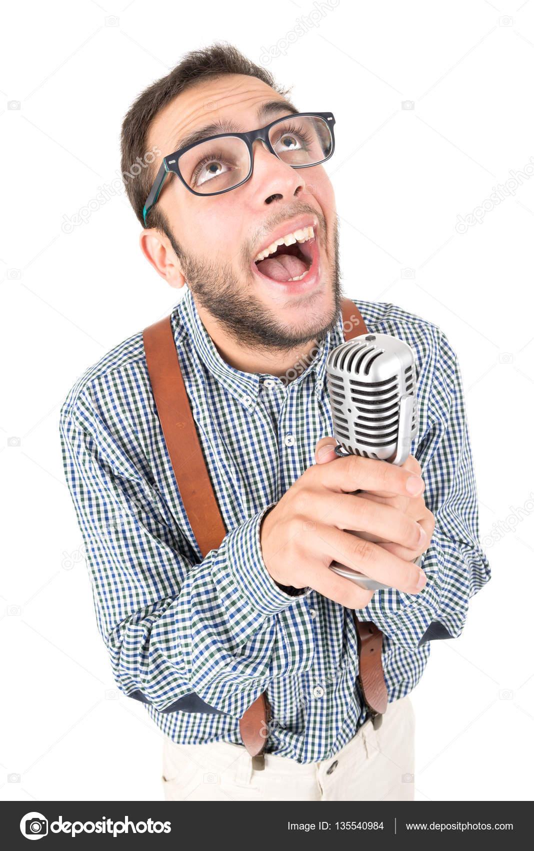 b21df3e114 Nerd που τραγουδά με το μικρόφωνο — Φωτογραφία Αρχείου © luislouro ...