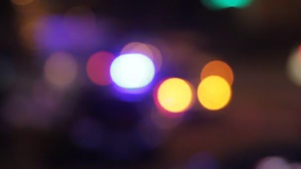 Blikající policejní světla na místo činu, bokeh efekt