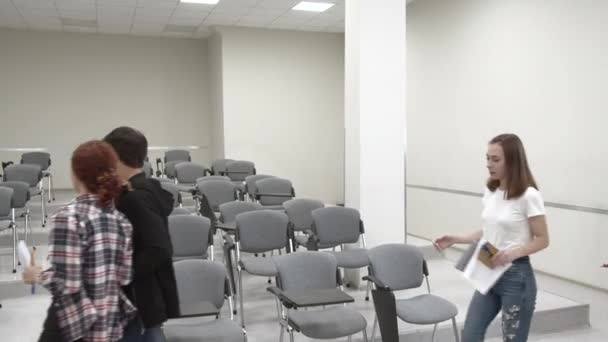 Students come into the classroom in university.