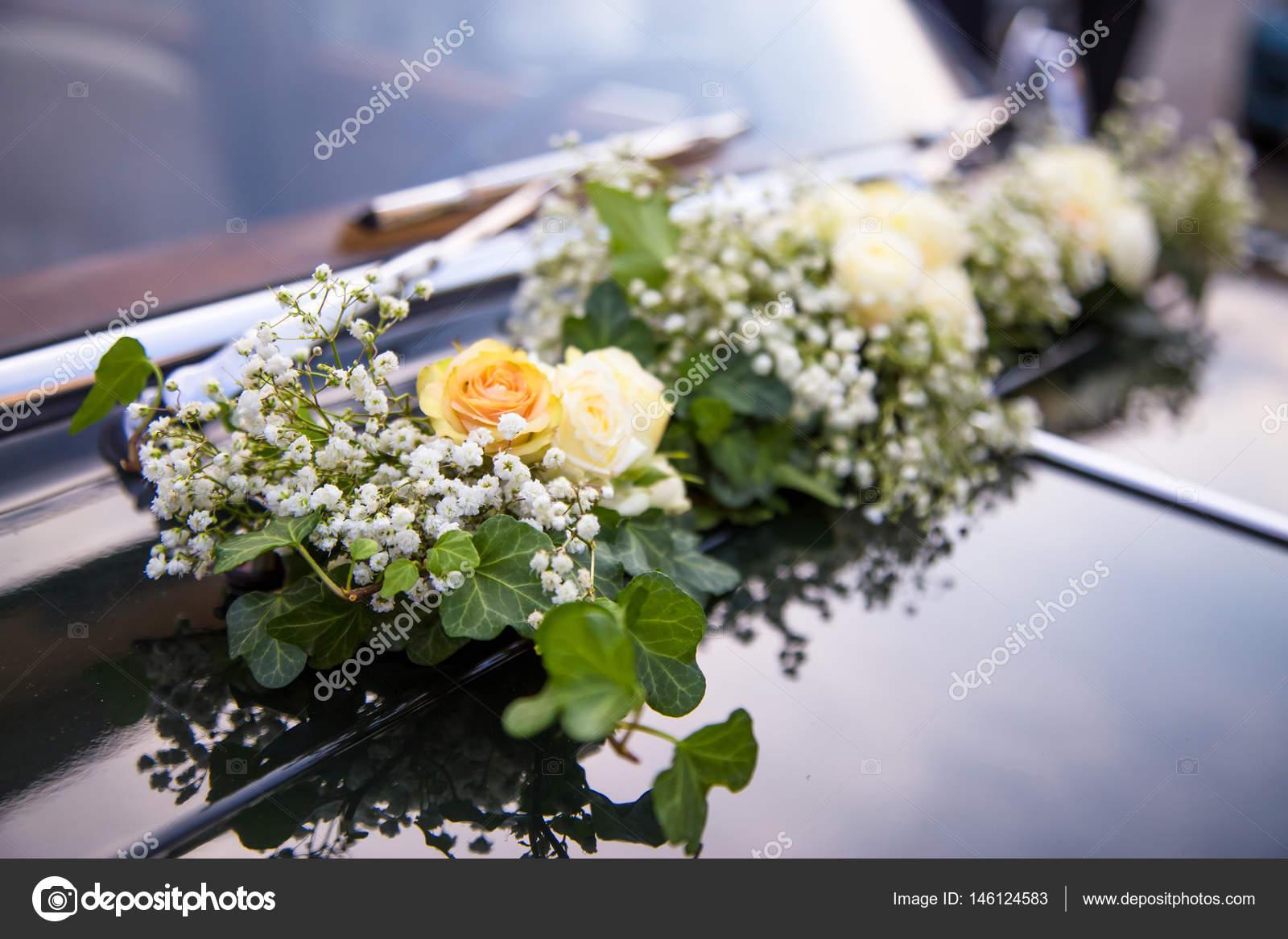 Dekoration Blumen Fur Hochzeitsauto Stockfoto C Elitravo 146124583