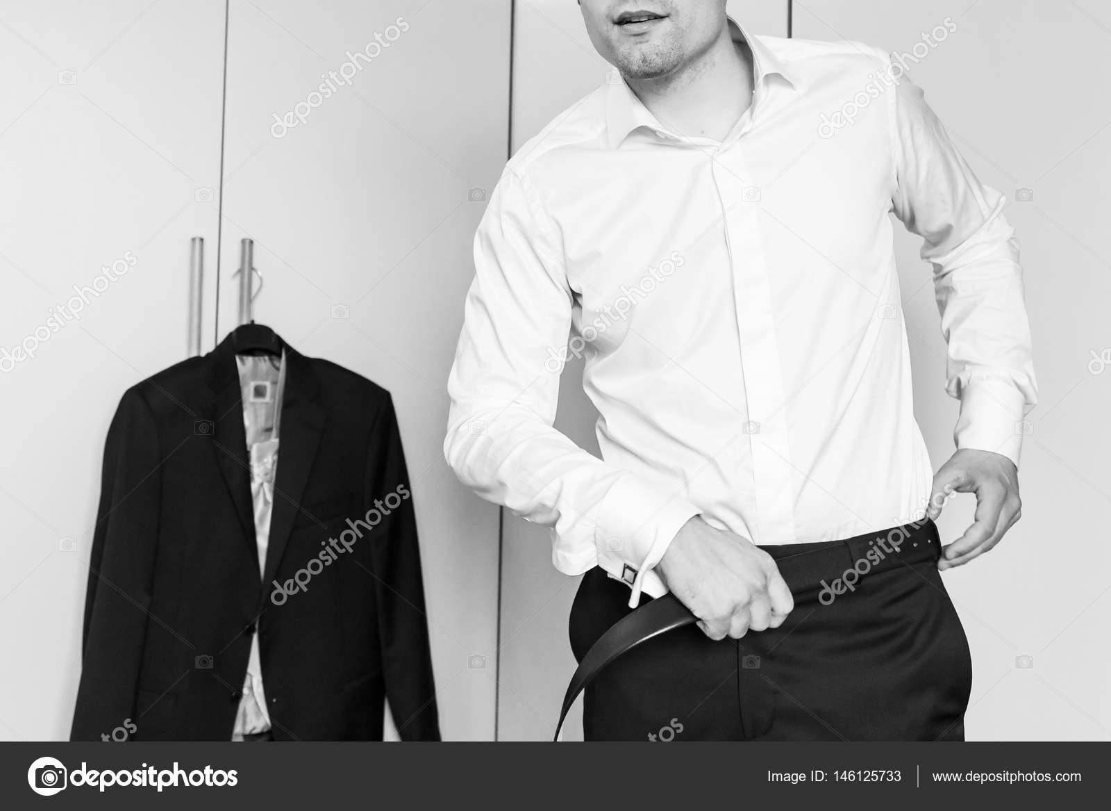 f9001d01ad6e Άσπρο πουκάμισο και cufflink — Φωτογραφία Αρχείου © elitravo  146125733