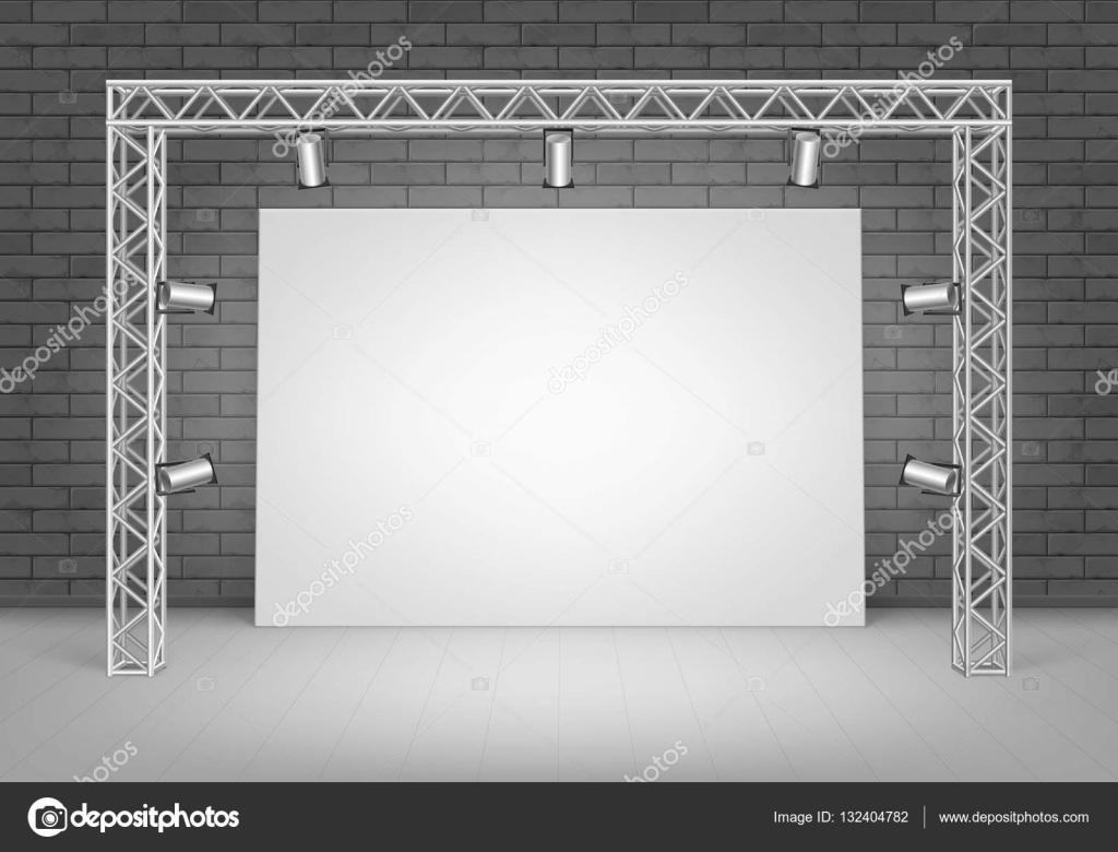 Foto de cartel blanco con pared de ladrillos negros y focos de ...