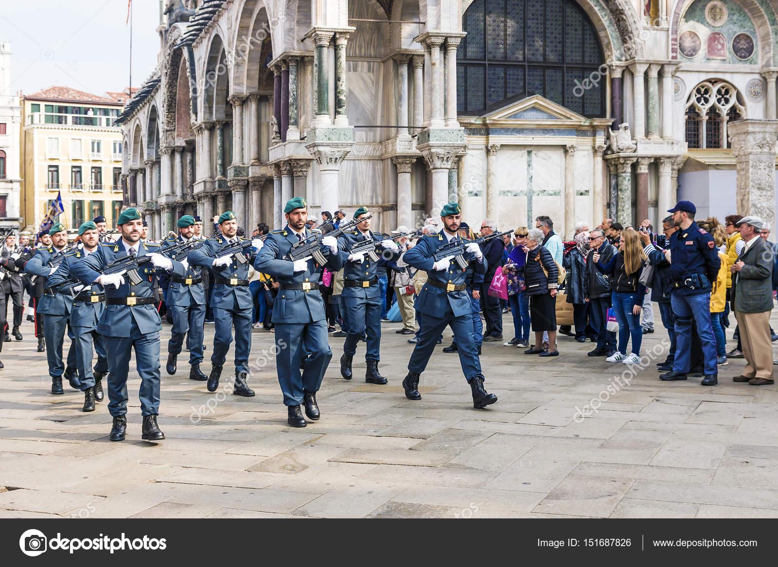 Venezia, Italia-25 aprile 2017: parata militare in Piazza San — Foto Stock