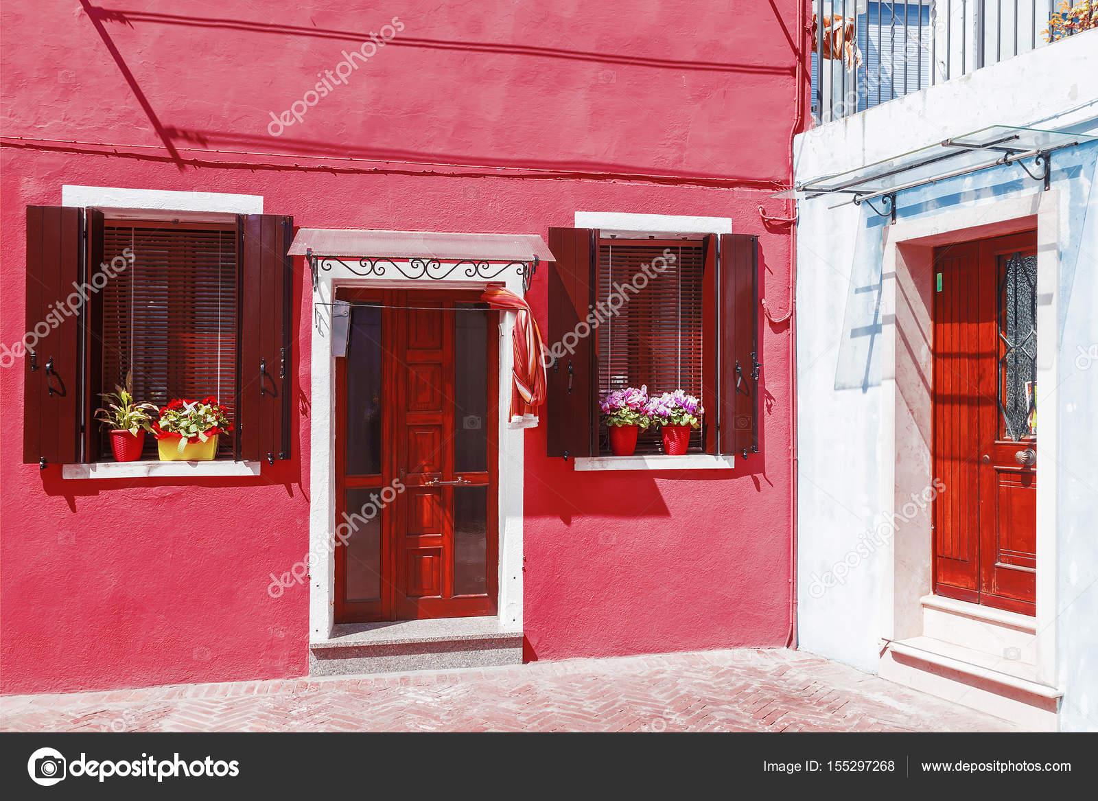 Colores fachadas de la isla de Burano — Foto de stock © deb-37 ...