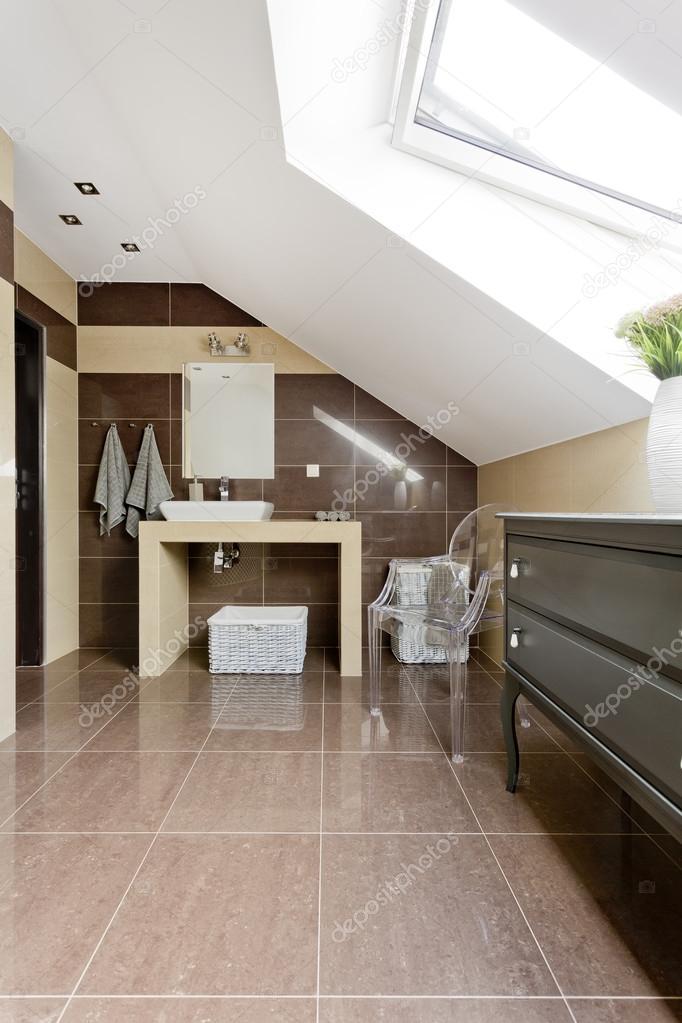 Dachgeschoss Badezimmer In Braun Idee U2014 Stockfoto