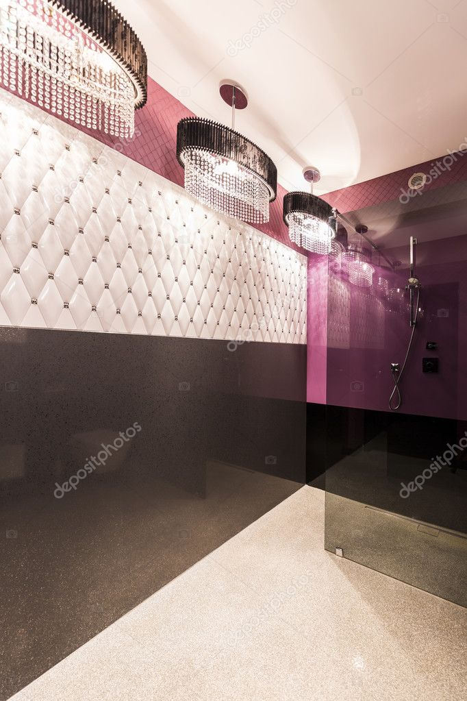 Badezimmer Mit Weichen Wänden Und Blütenweißen Kronleuchter U2014 Foto Von  Photographee.eu