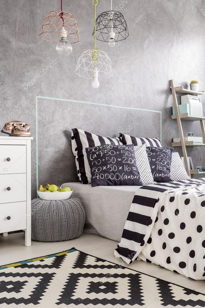 Interni con tappeto bianco e nero foto stock - Tappeto bianco nero ...