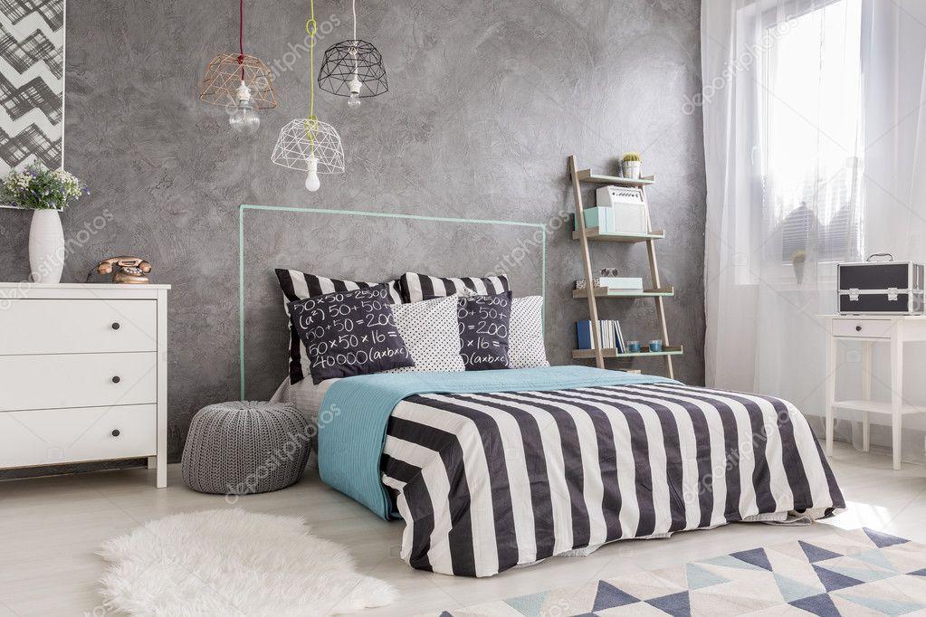 Intérieur de la chambre à coucher avec lit king size — Photographie ...