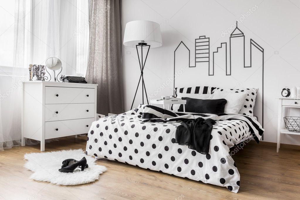 Creatieve vrouwelijke slaapkamer u stockfoto photographee eu