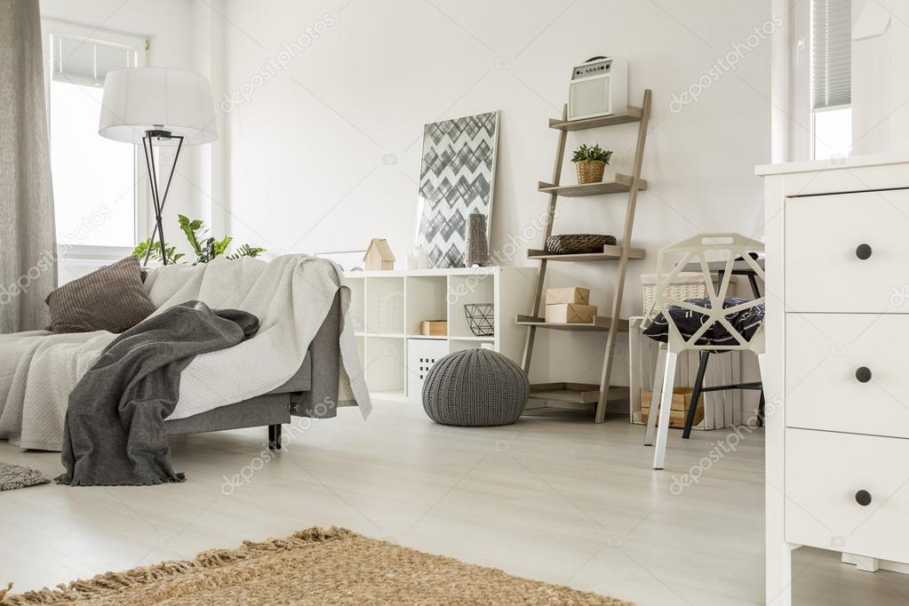 Amplia casa interior en blanco — Foto de stock © photographee.eu ...