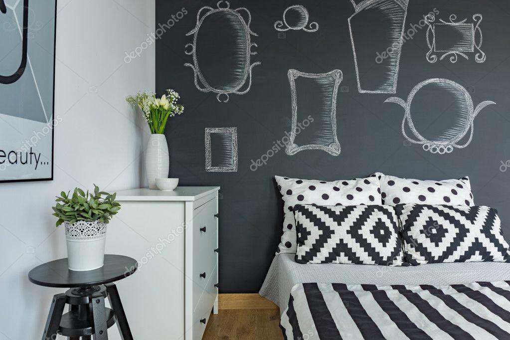 Parete Di Lavagna Prezzo : Camera da letto con parete lavagna u foto stock photographee eu