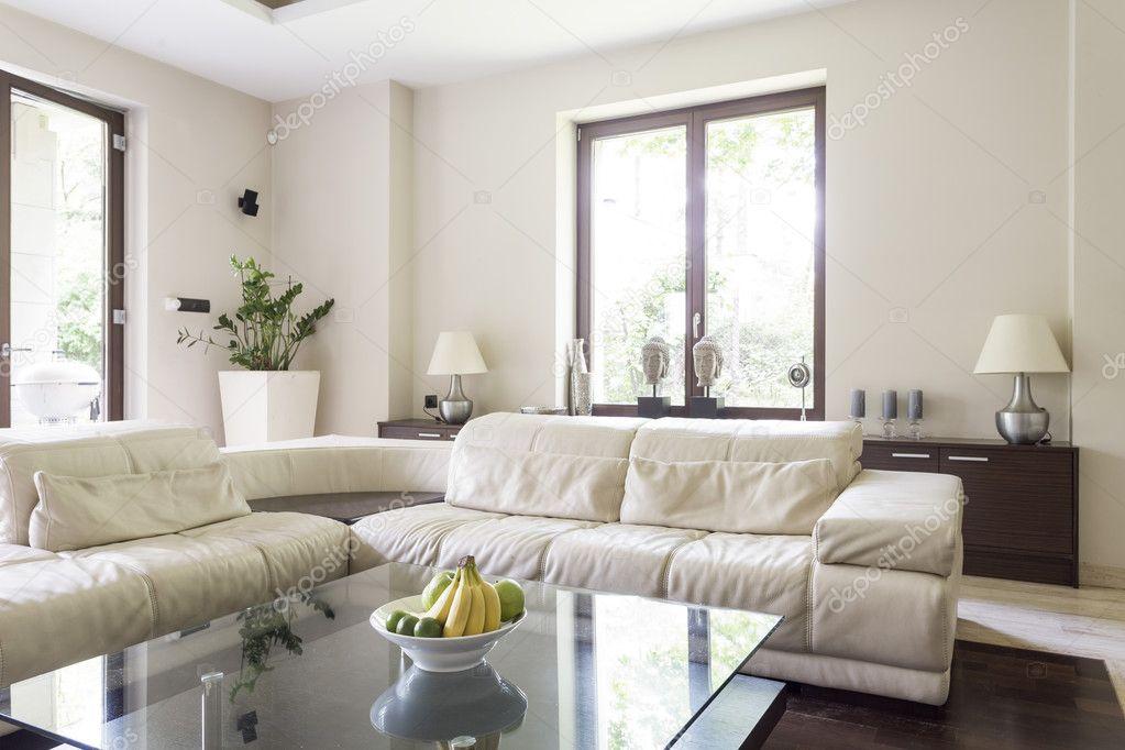 Soggiorno con grande divano angolare — Foto Stock © photographee.eu ...