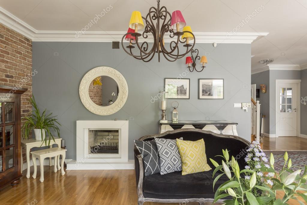Moderne woonkamer met meubels in verschillende ontwerpen stijlen ...