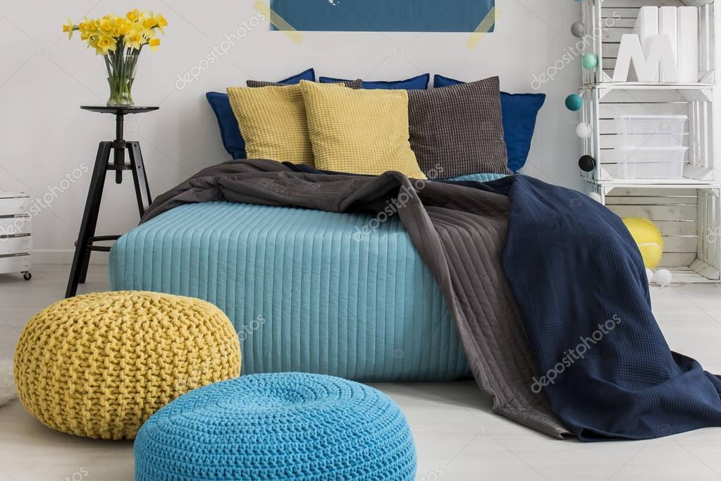 Camera Da Letto Giallo : Design camera da letto blu e giallo u foto stock photographee eu