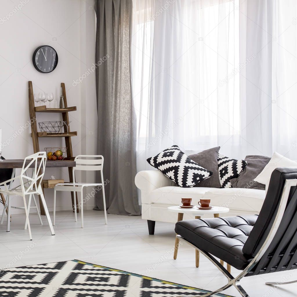 zwart-wit woonkamer — Stockfoto © photographee.eu #129673072