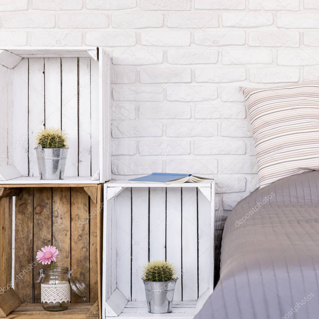 DIY houten meubels in slaapkamer — Stockfoto © photographee.eu ...
