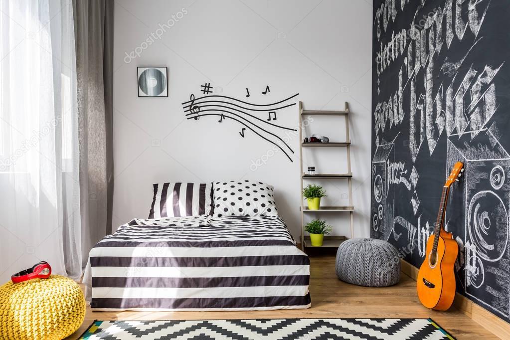 Camera da letto che ha bisogno di ogni amante della musica — Foto ...