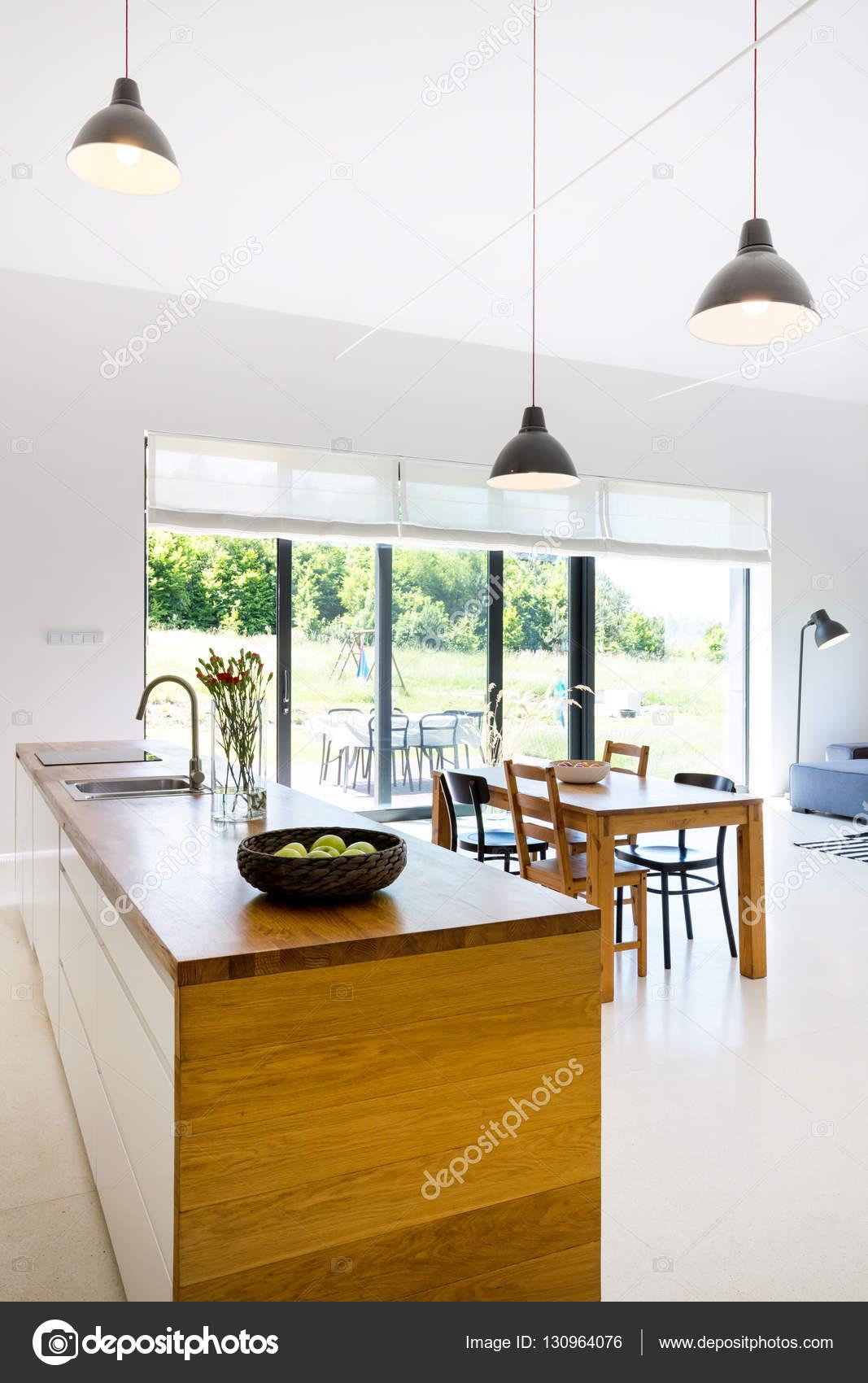 Comedor moderno minimalista con cocina americana — Foto de stock ...