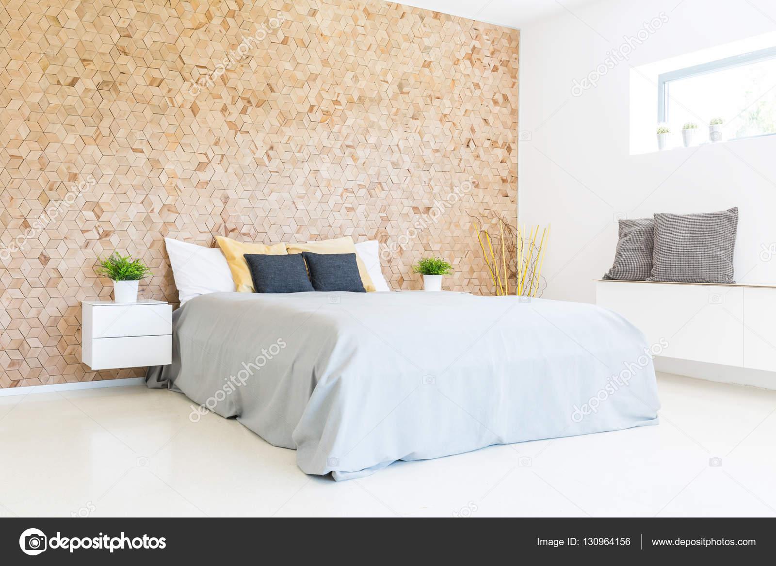 Lieblich Moderne Minimalistische Öko Schlafzimmer Mit Holzwand Und Breit Bequemes  Bett U2014 Foto Von Photographee.eu