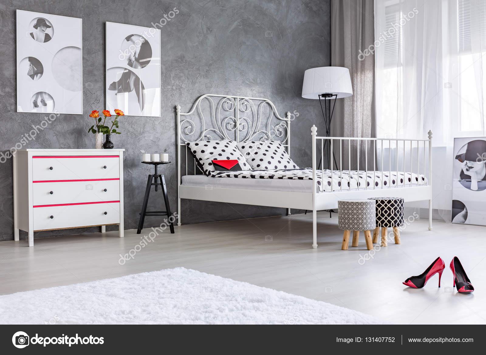 Graue Wohnlandschaft Mit Bett Stockfoto C Photographee Eu 131407752