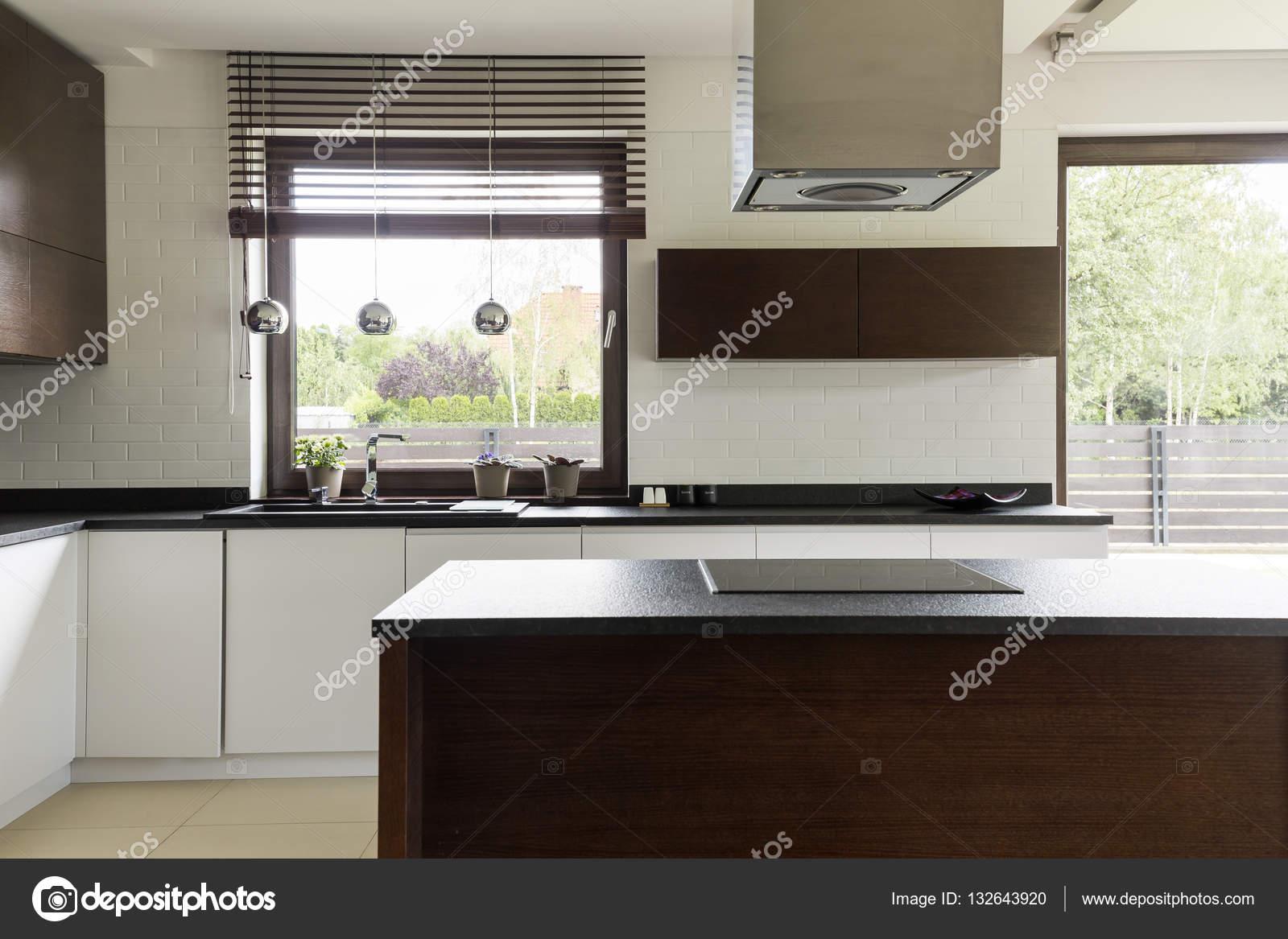 Moderne Kuche Mit Weissen Schrank Stockfoto C Photographee Eu