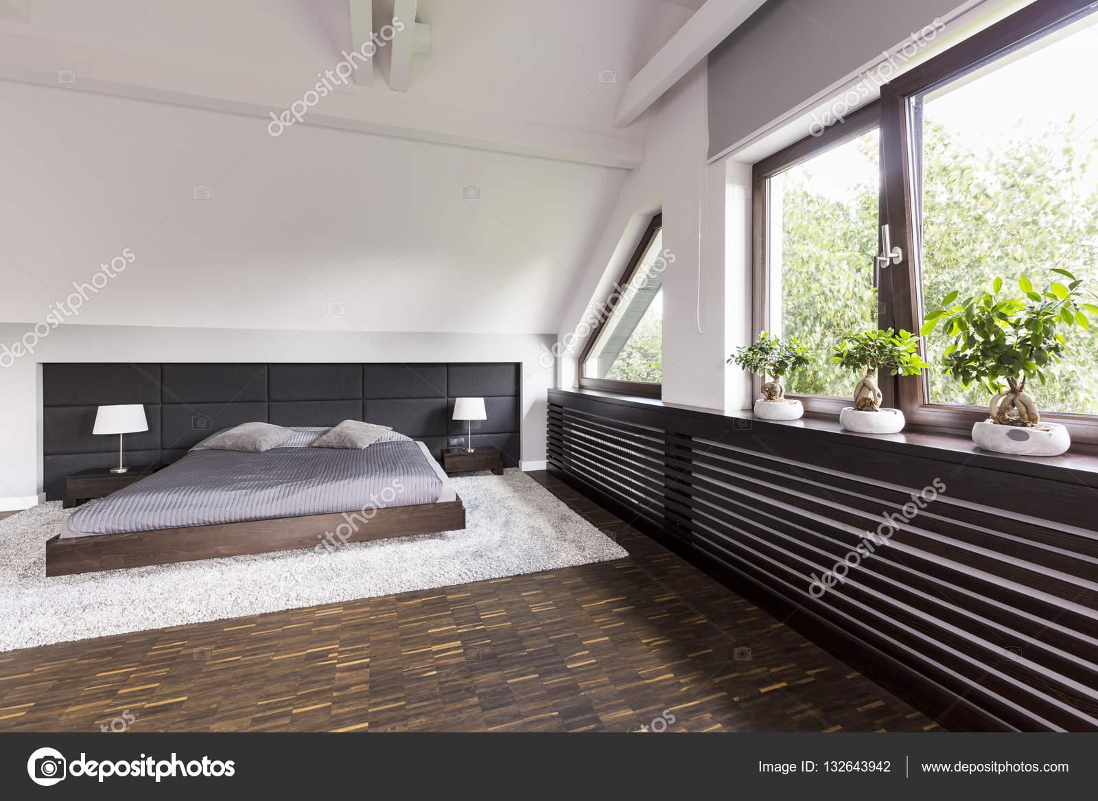 Elegante Schlafzimmer mit Doppelbett — Stockfoto © photographee.eu ...