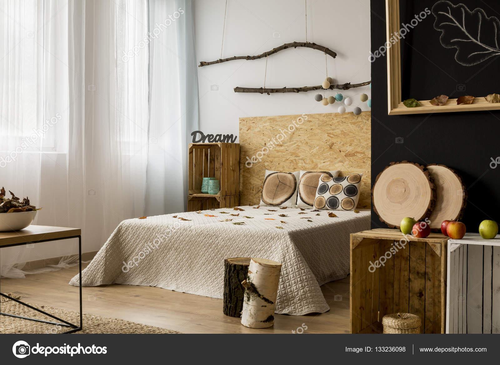 Camera da letto con accessori in legno — Foto Stock ...