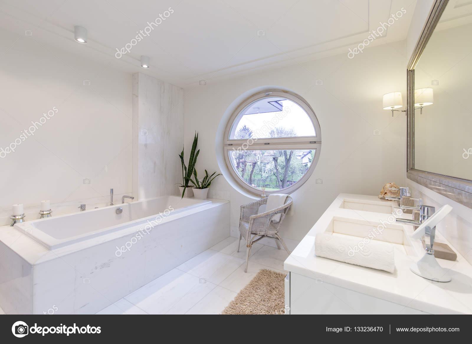 Charmant Bright Bathroom With Round Window U2014 Stock Photo