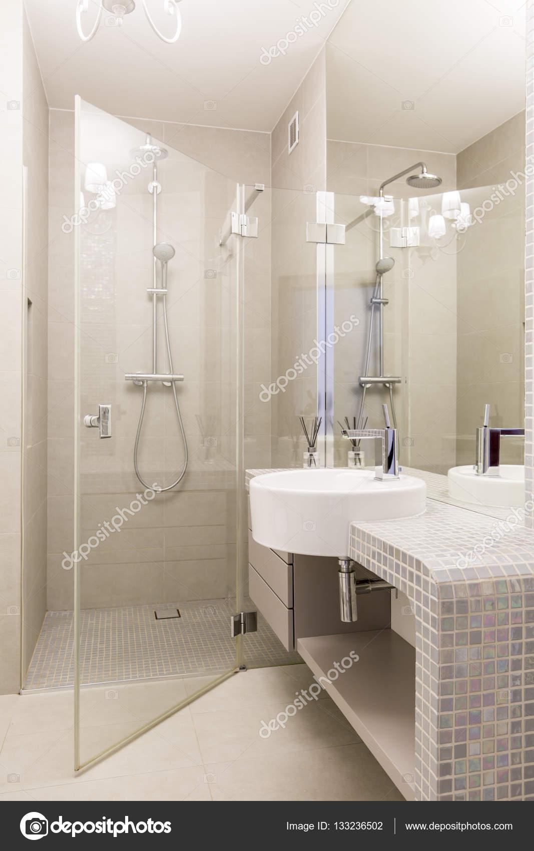 Bagni Con Piastrelle A Mosaico.Mosaico Bagno Con Doccia In Vetro Foto Stock C Photographee Eu