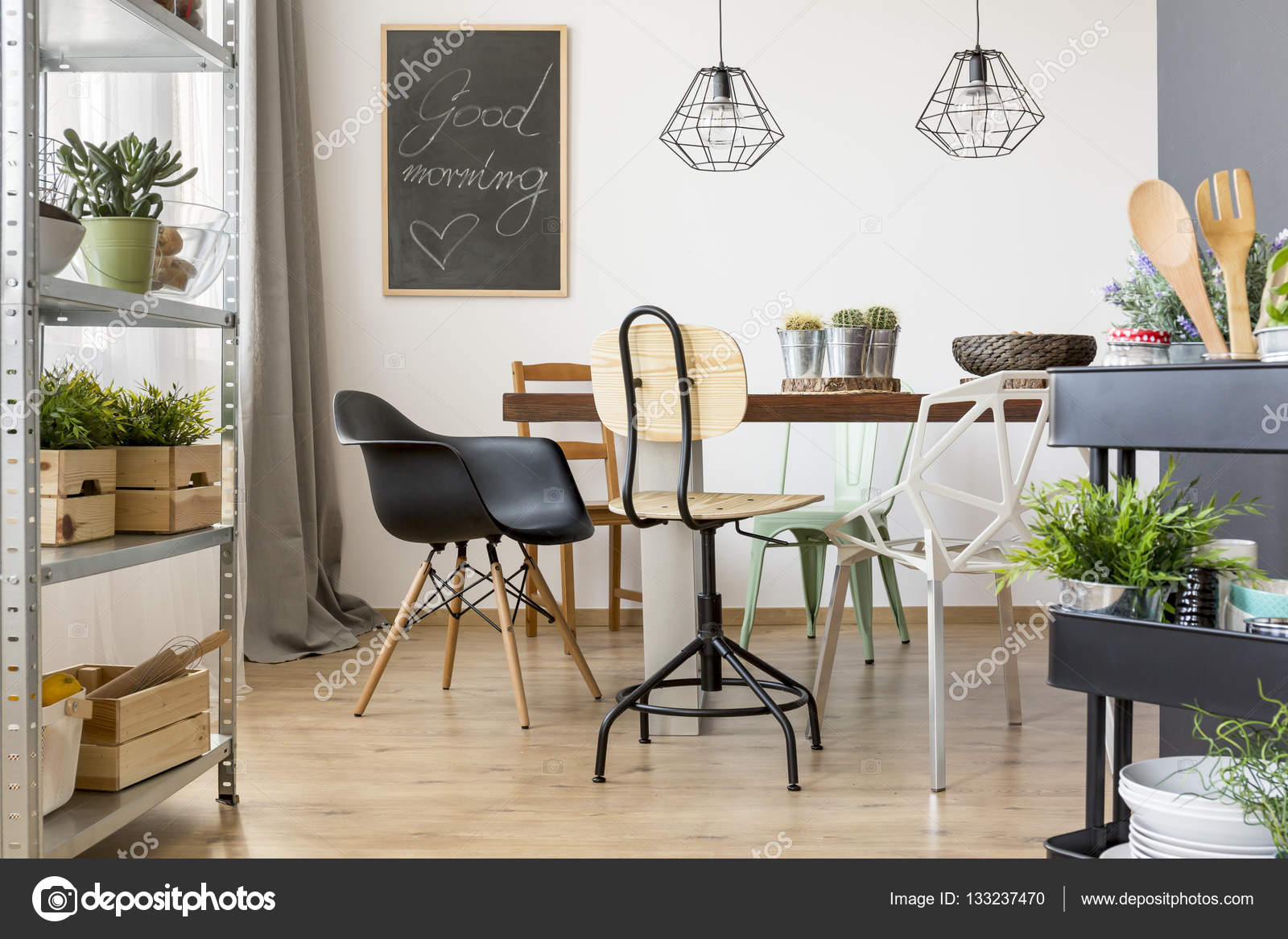 comedor con sillas modernas — Fotos de Stock © photographee.eu ...