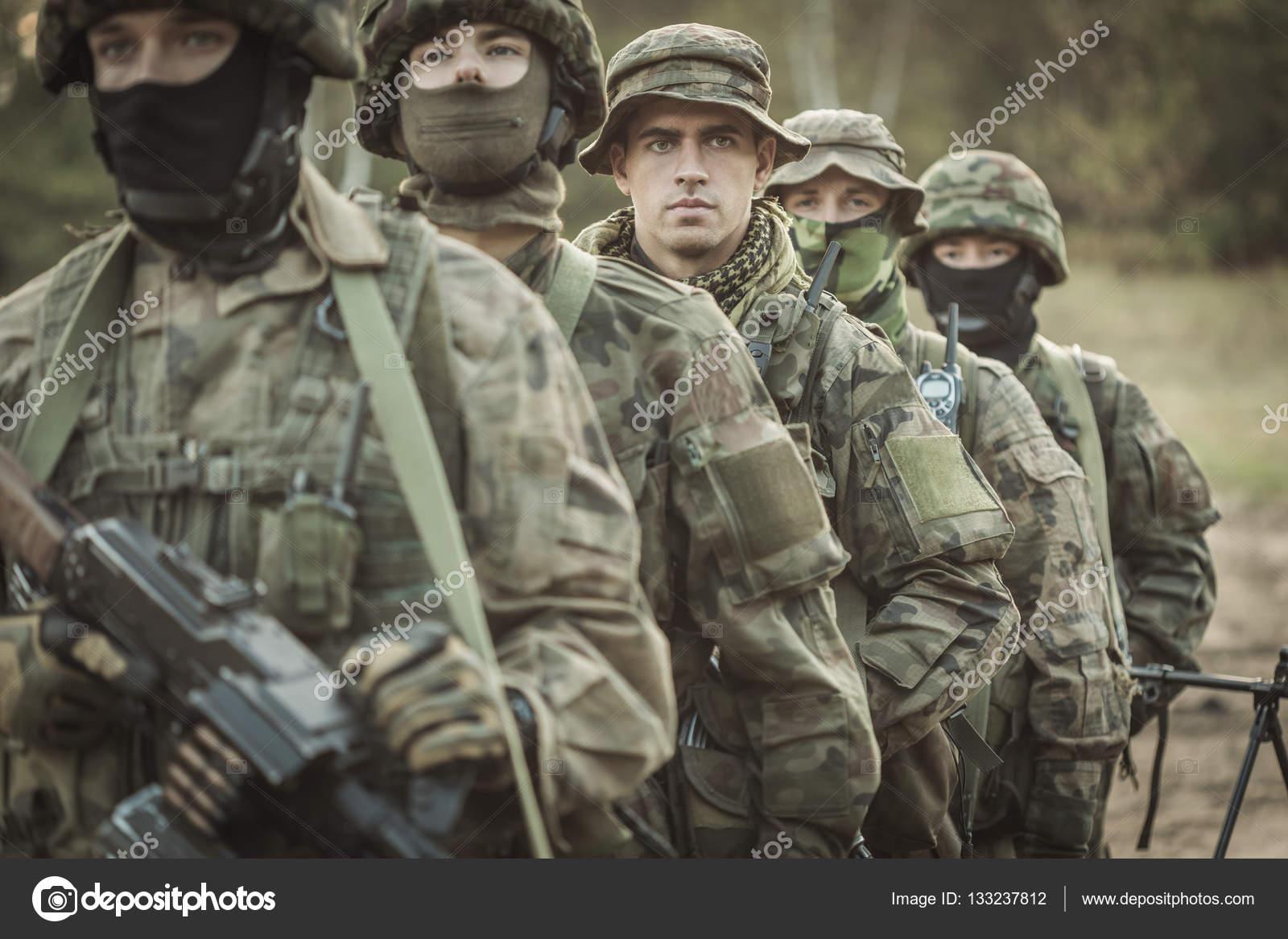 männliche Marinesoldaten