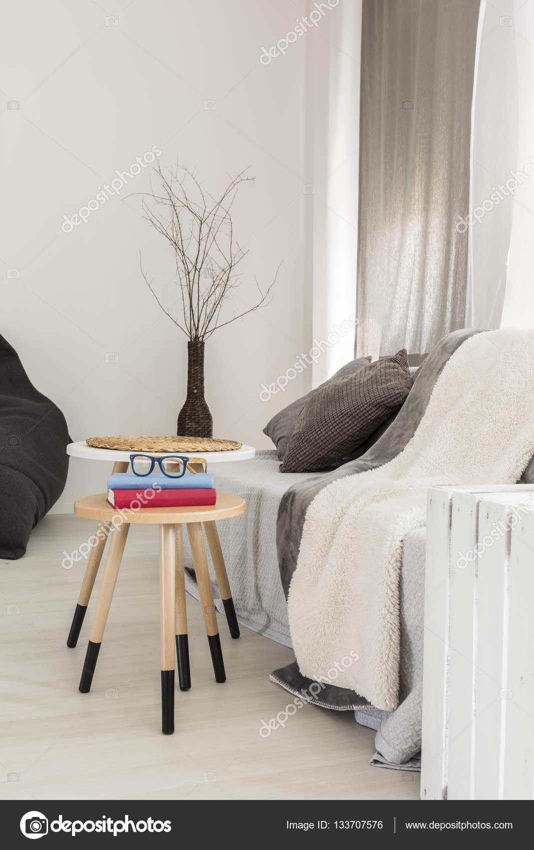 Minimalistische Zimmer Mit Sofa Und Decken U2014 Stockfoto