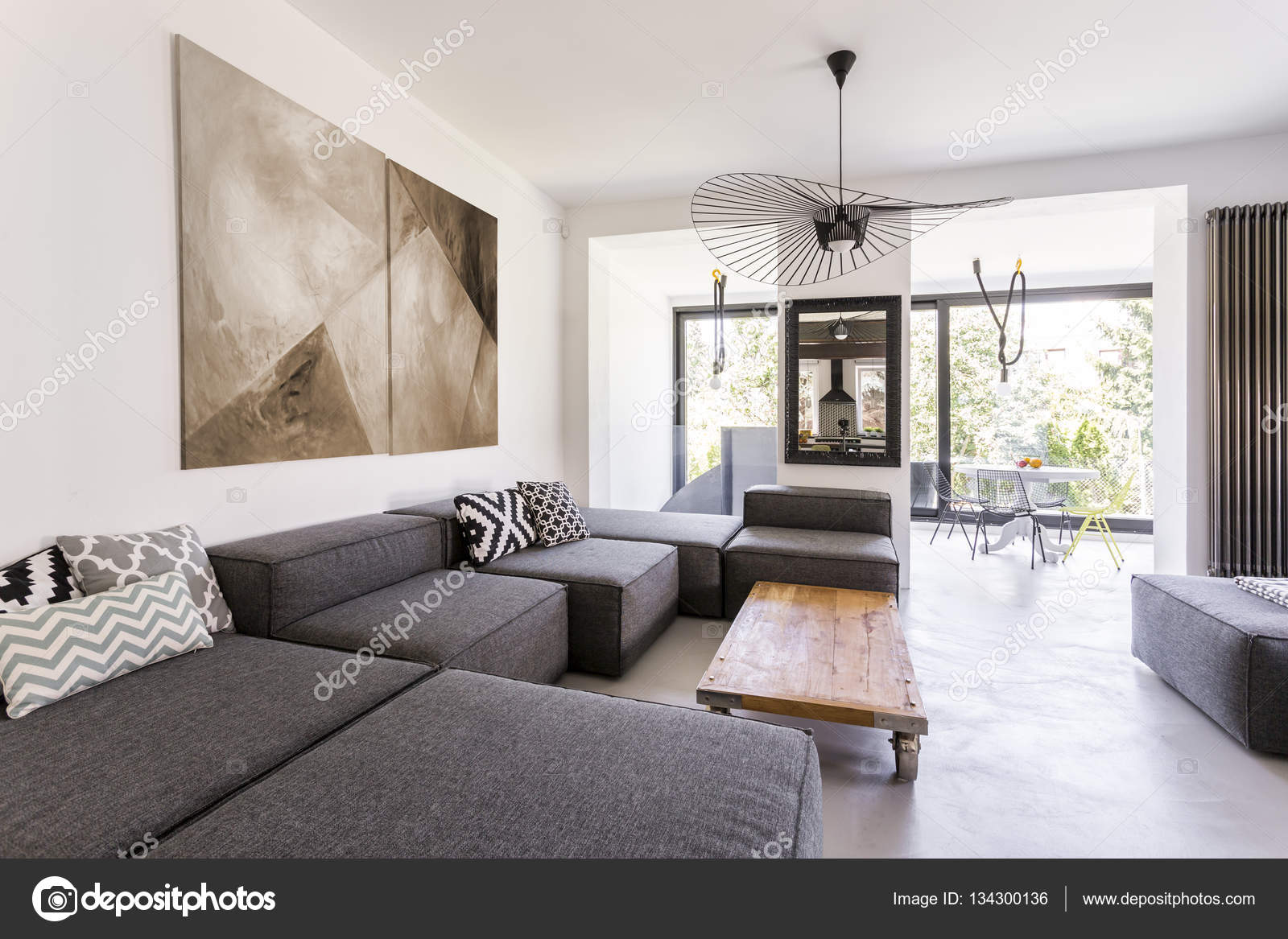 Modernes Zimmer mit grau Möbel — Stockfoto © photographee.eu #134300136