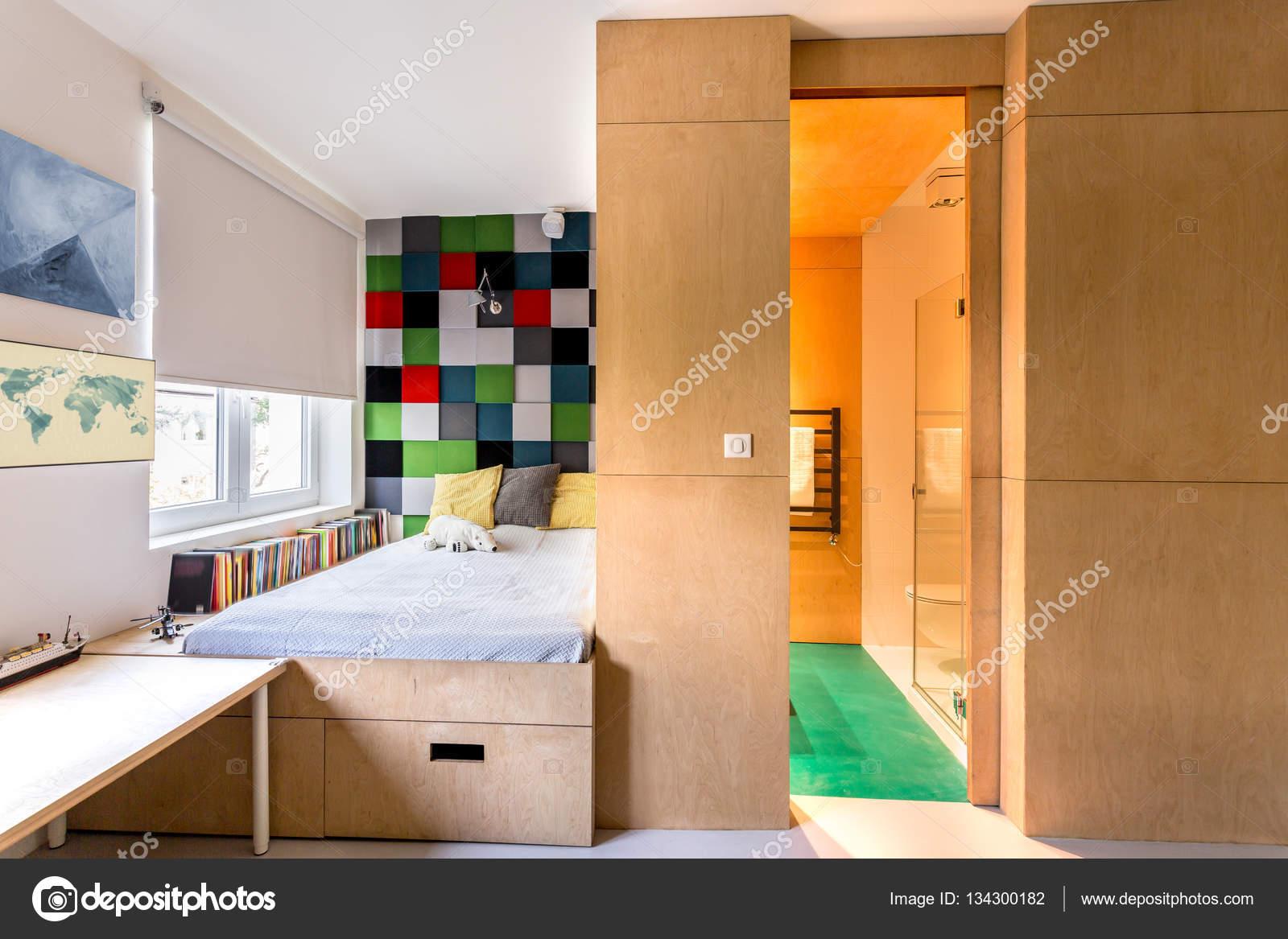 camerette moderne con pareti in legno foto stock